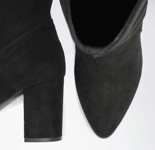 Fekete velúr csizma a lábujjig